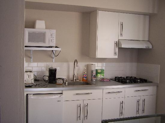 Beach Haven Inn : heres the kitchen 