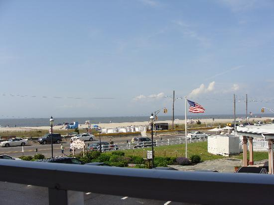 Avondale by the Sea: another balcony view