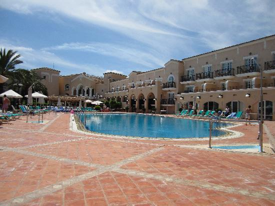 Los Belones, Spania: pool area always clean and tidy