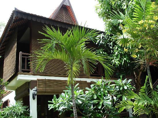 La Palmeraie d&#39;Angkor: Bungalow: priv, intime et donnant directement sur piscine( avec bain  bullles! ) , bar , retau