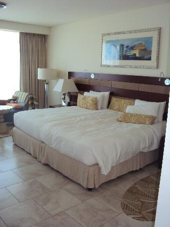 Oasis Beach Tower Apartments: Lovely, comfortable bed