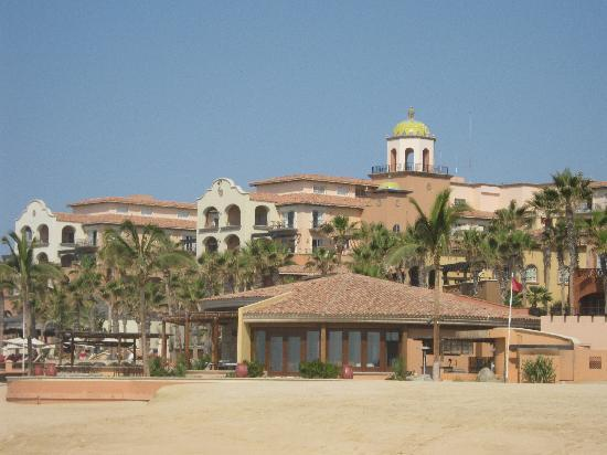 Hacienda del Mar Vacation Club : View of resort and one of the restaurants (Cortez) from beach
