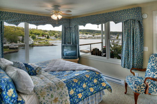 Harborage Inn on the Oceanfront: Harbor Escape -- Panoramic ocean views from all of room &amp; from private deck!