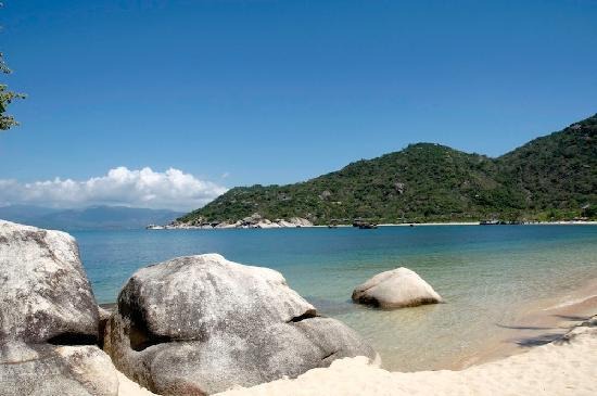 Six Senses Ninh Van Bay: View over the bay from the restaurant area