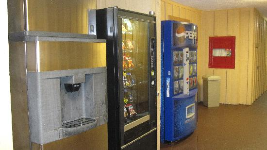 Comfort Inn Near Warner Center: Vending/Ice area