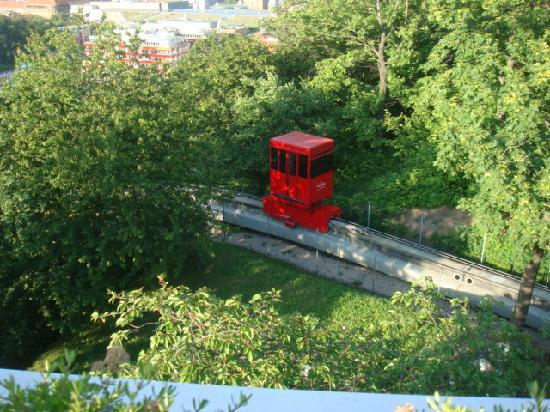 "NH Prague: le ""cable car"" entre les 2 établissements"