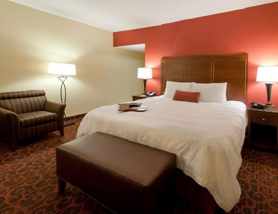Hampton Inn & Suites Winston-Salem / University Area: King Guest Room