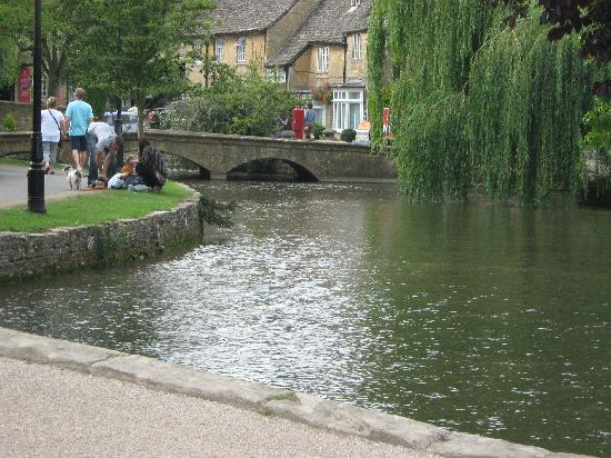 Cotswolds, UK: Bourton on the Water