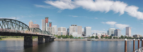 Портленд, Орегон: Cityscape along the Willamette.