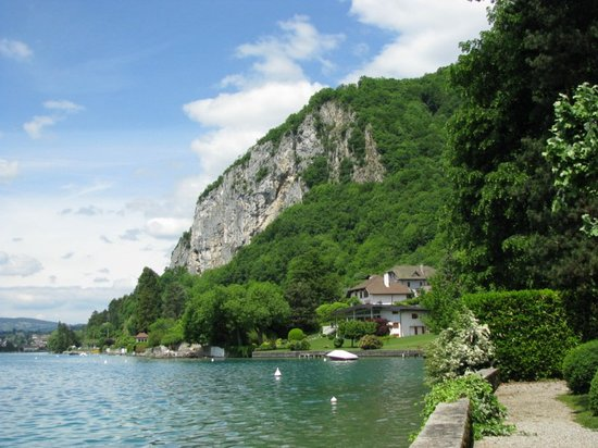 Cliff by lake Annecy