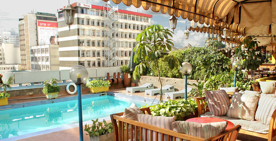 Chester House: Our 4th floor swimming pool, stunning views of central Nairobi