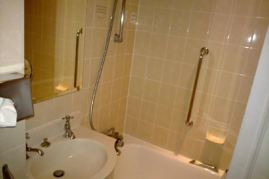 Holiday Inn London - Mayfair: Bathroom
