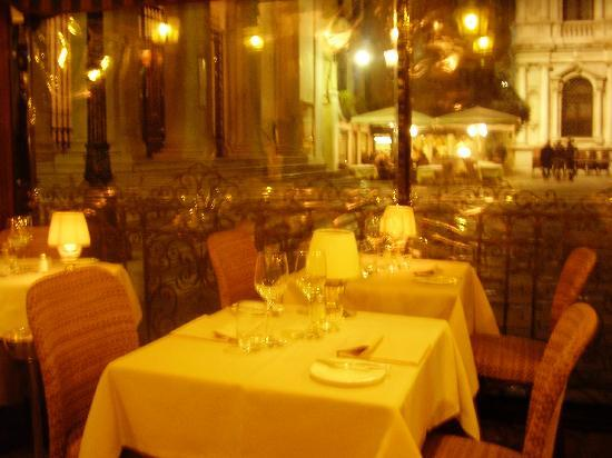 terrasse couverte sur la place picture of ristorante antico martini venice tripadvisor. Black Bedroom Furniture Sets. Home Design Ideas