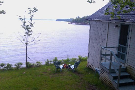 Oakland Seashore Motel & Cabins: View from cabin 8 with our campfire