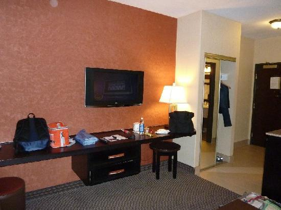 Holiday Inn Express & Suites Airport - Calgary: 部屋