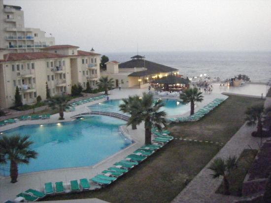 Palmin Sunset Plaza: The Pool Area in the evening.
