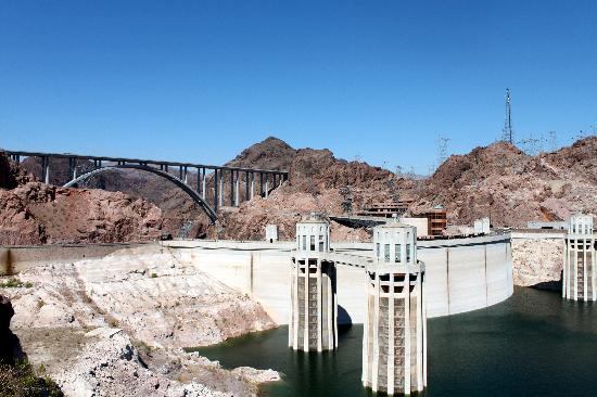 Hoover Dam: VIew from free parking on the Arizona side