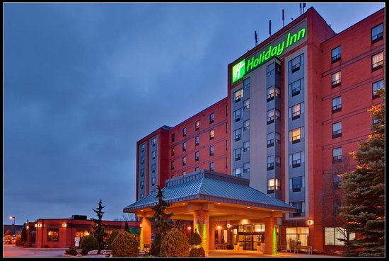 Exterior Night Holiday Inn &amp; Suites