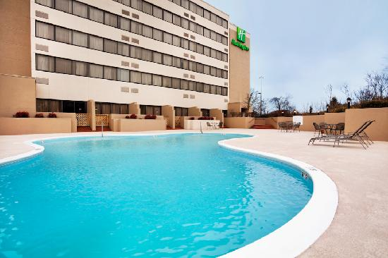 Holiday Inn Johnson City: Pool