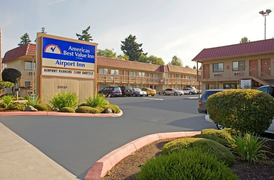 Americas Best Value Airport Inn: Hotel Entry