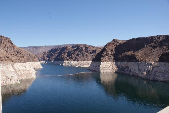 Hoover Dam: standing at the state line