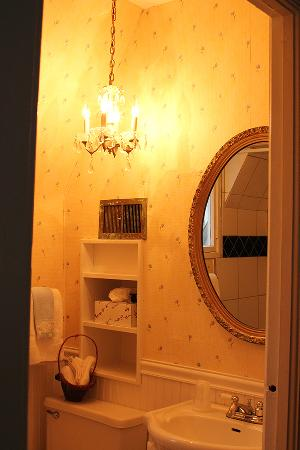 Lake Geneva Inn: Bath Room