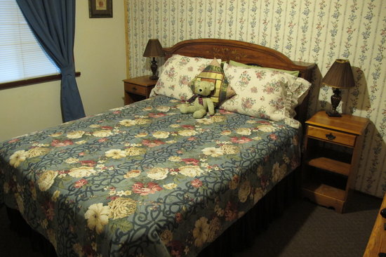 Bed at Cyndi's Snowline lodge