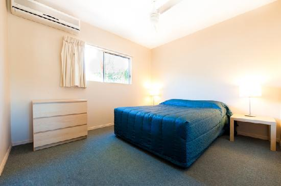 Noosa Sun Motel & Holiday Apartments: Garden room bedroom