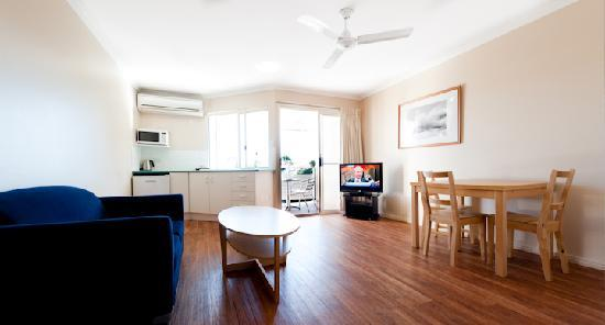 Noosa Sun Motel &amp; Holiday Apartments: View room lounge area
