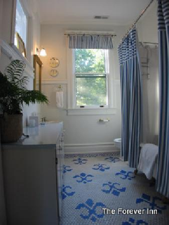 The Forever Inn: Blue Room Bathroom