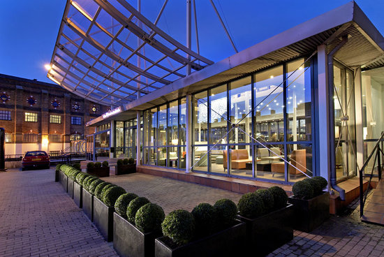 Terrace restaurant at hilton london docklands riverside for Terrace hotel restaurant