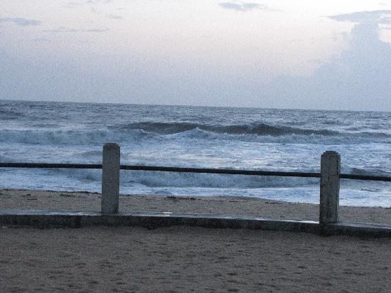Mangalore, Inde : High tide during the day at the Beach