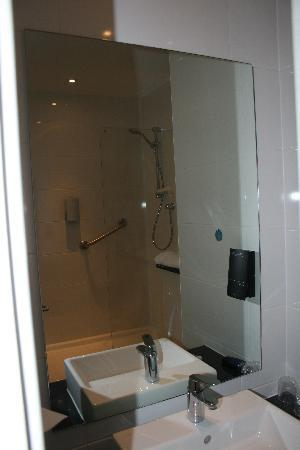 Days Inn City Centre Liverpool: Bathroom