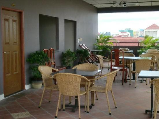 Macau Phnom Penh Hotel: Beautiful Balcony