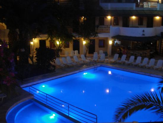 Colossus Hotel: piscina