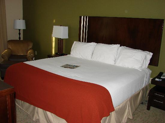 Holiday Inn Express Lake Wales N - Winter Haven: Huge comfortable king size bed