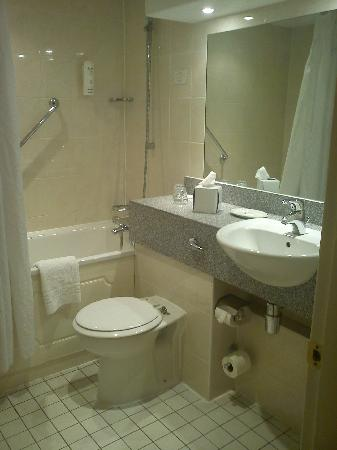 Holiday Inn - Coventry M6, Junction 2: Bathroom