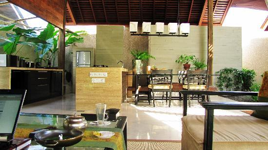 Canggu, Endonezya: view of kitchen from living room