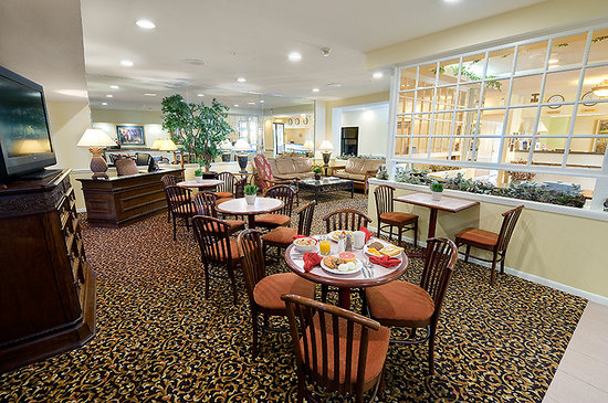 BEST WESTERN PLUS Westchase Mini-Suites: Breakfast Area
