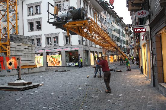 Magic Hotel: Crane removal at 7pm