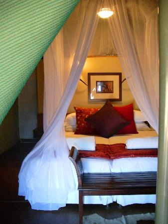 White Elephant Safari Lodge: Safari Lodge Bed in winter months