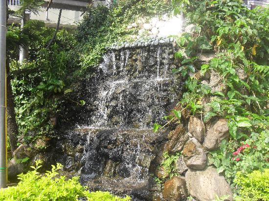 Hotel Gangjong: Fountain on entrance
