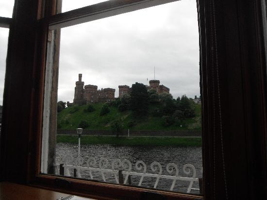 Winston Guest House: Castle from our window