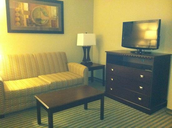 Holiday Inn Columbia East: sitting area in King suite