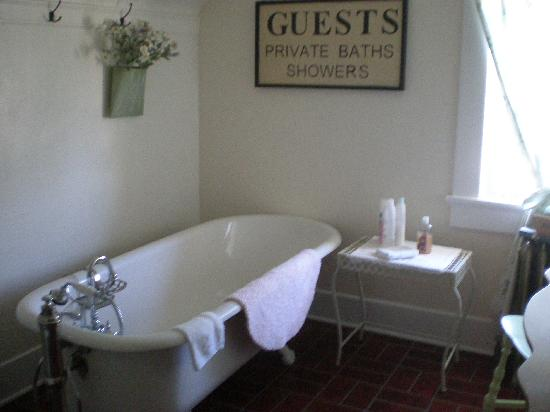 The Pfeiffer Cottage Inn: Bathroom-Claw foot tub