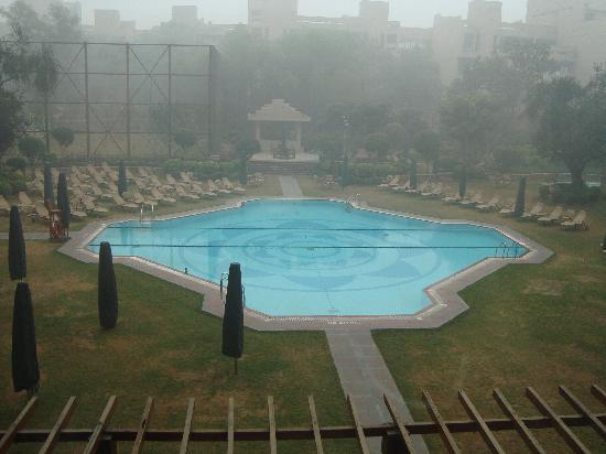 Hyatt Regency Delhi: freezing pool