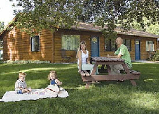 Canyon Lake Resort: The cabins in the Black Hills are perfect for families, couples, or reunions.