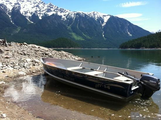 Ross Lake Resort: motor boat rental parked near Big Beaver Creek trail