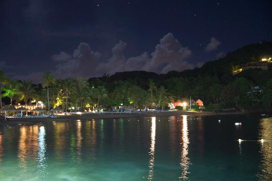 Cap Estate, Σάντα Λουσία: The bay at night