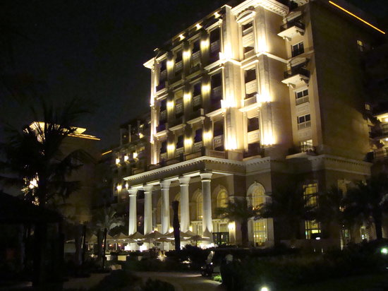 Westin Dubai Mina Seyahi Beach Resort & Marina: The rear of the hotel at night